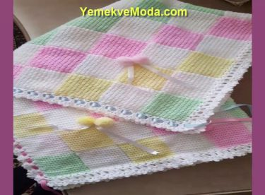 Carefully Selected Knitted Baby Blanket Models – 18 pieces
