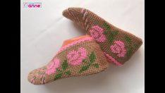 Tunisian work made of roses motif woman patio