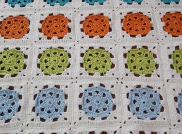 Spring motif baby blanket pattern for free